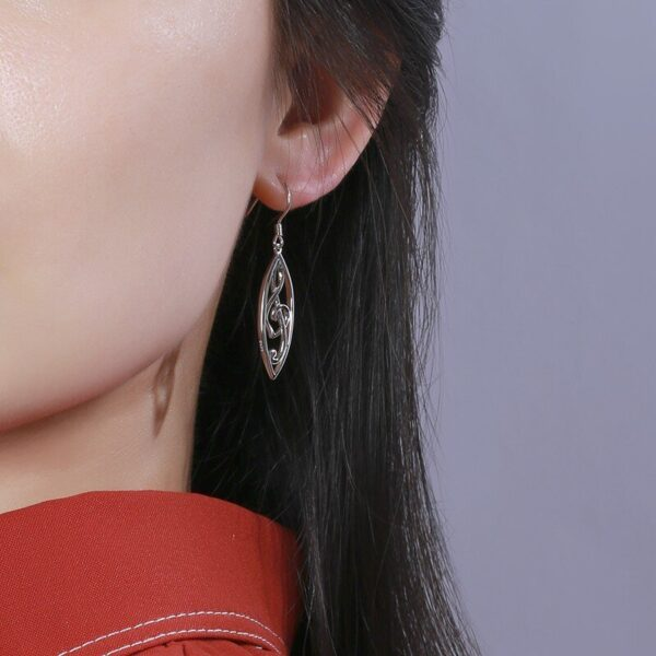 belles boucles d'oreilles en argent clé de sol