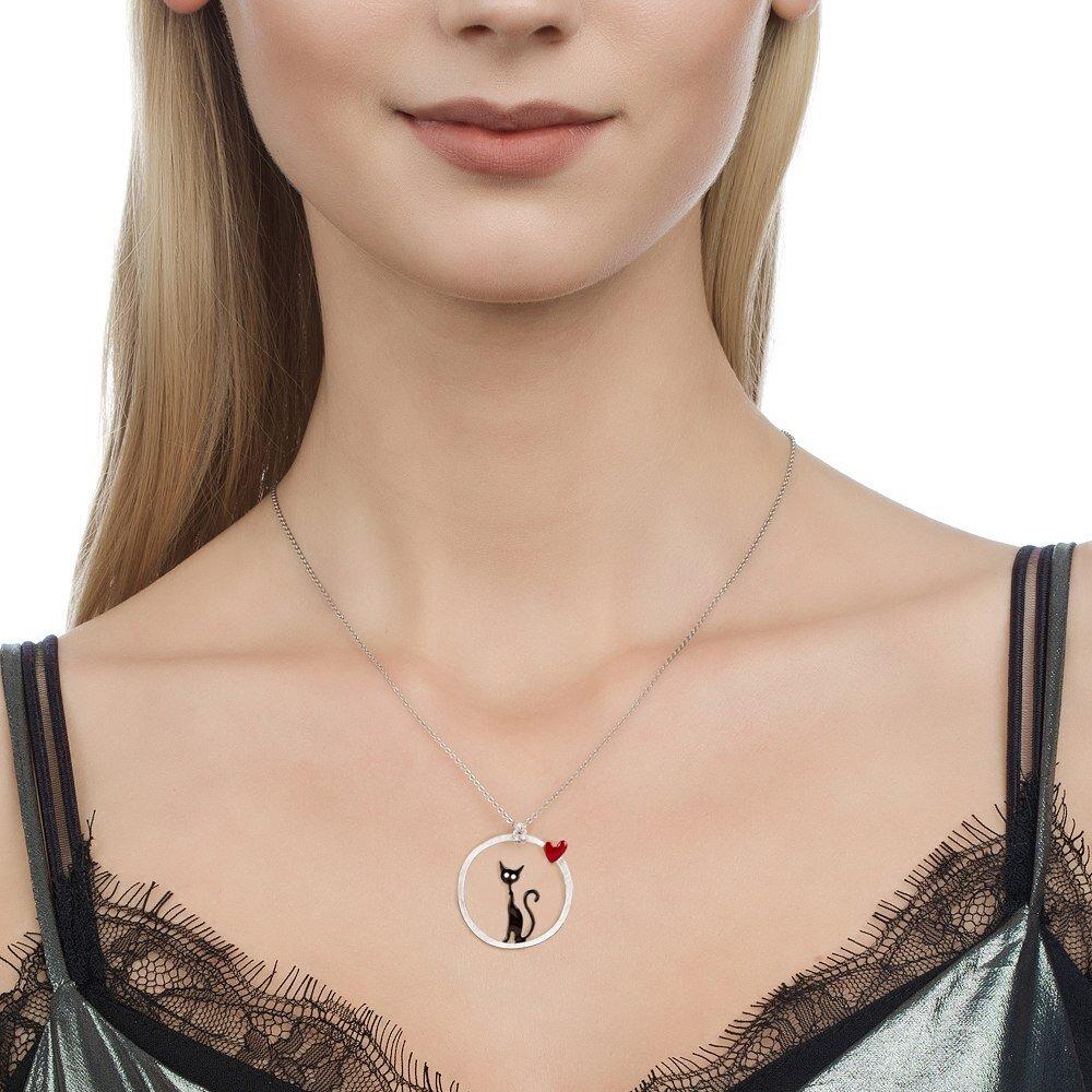 Collier chat noir dans un cercle avec coeur rouge