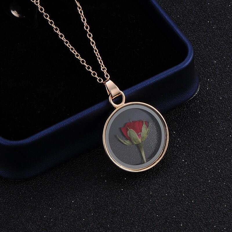 collier médaillon fleur séchée