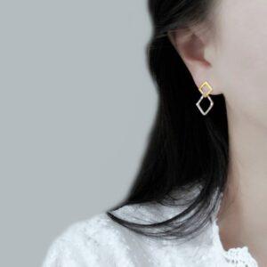boucles d'oreilles 2 carrés ajourés doré et argenté