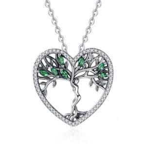 pendentif arbre de vie en argent dans un coeur